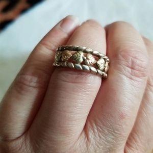 Black Hill Gold Ring